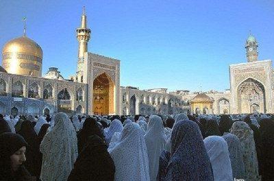 کنار رفتن پوشش زن در نماز