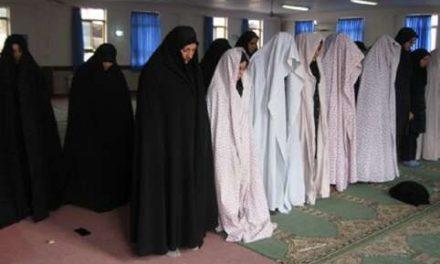 مکروهات پوشش نمازگزار و نماز با چادر مشکی