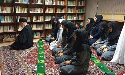 نماز با مانتو و روسری